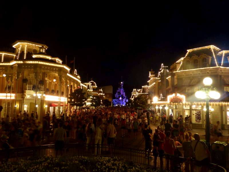 Main_Street_USA_Disneyland_Resort_Paris