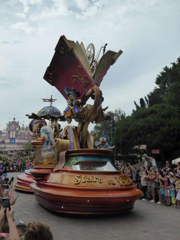 parade_Disneyland_Resort_Paris 2