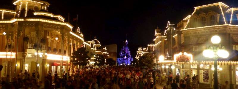 Main_Street_USA_Disneyland_Resort_Paris