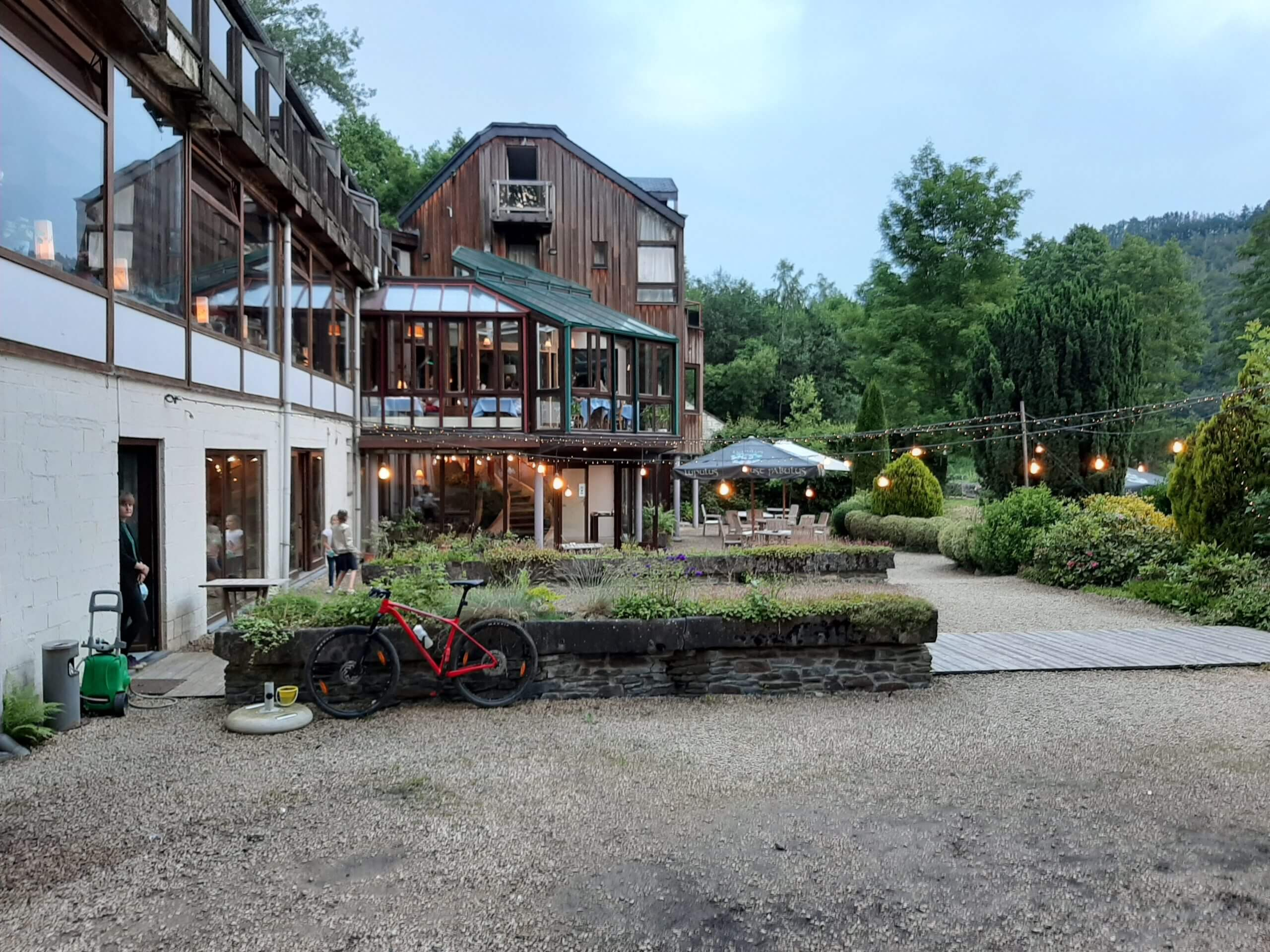 Hostellerie la Claire Fontaine La Roche-en-Ardenne jardin